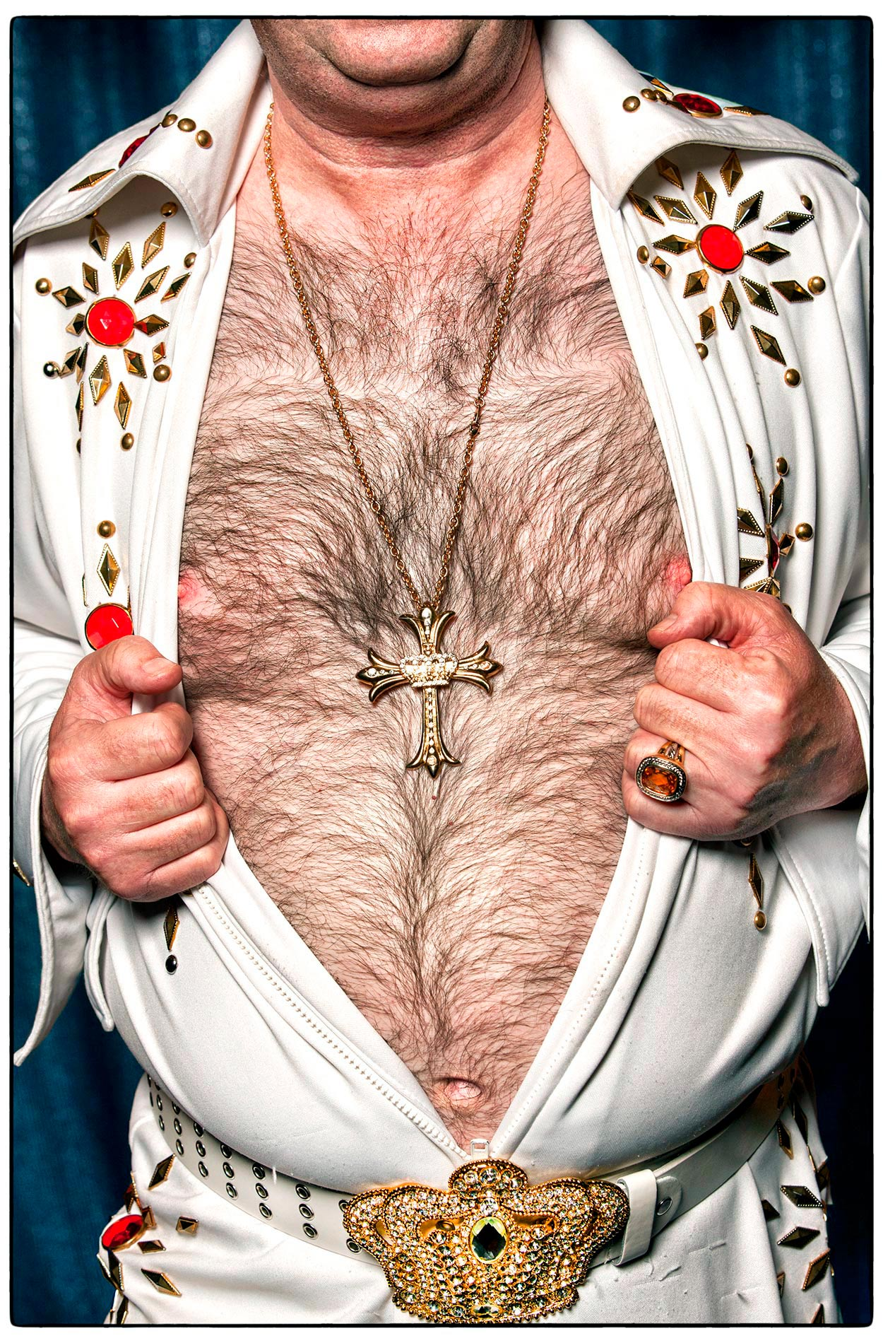 an-elvis-impersonator-shows-off-his-hairy-chest-and-fake-diamond-elvis-replica-cross-in-las-vegas