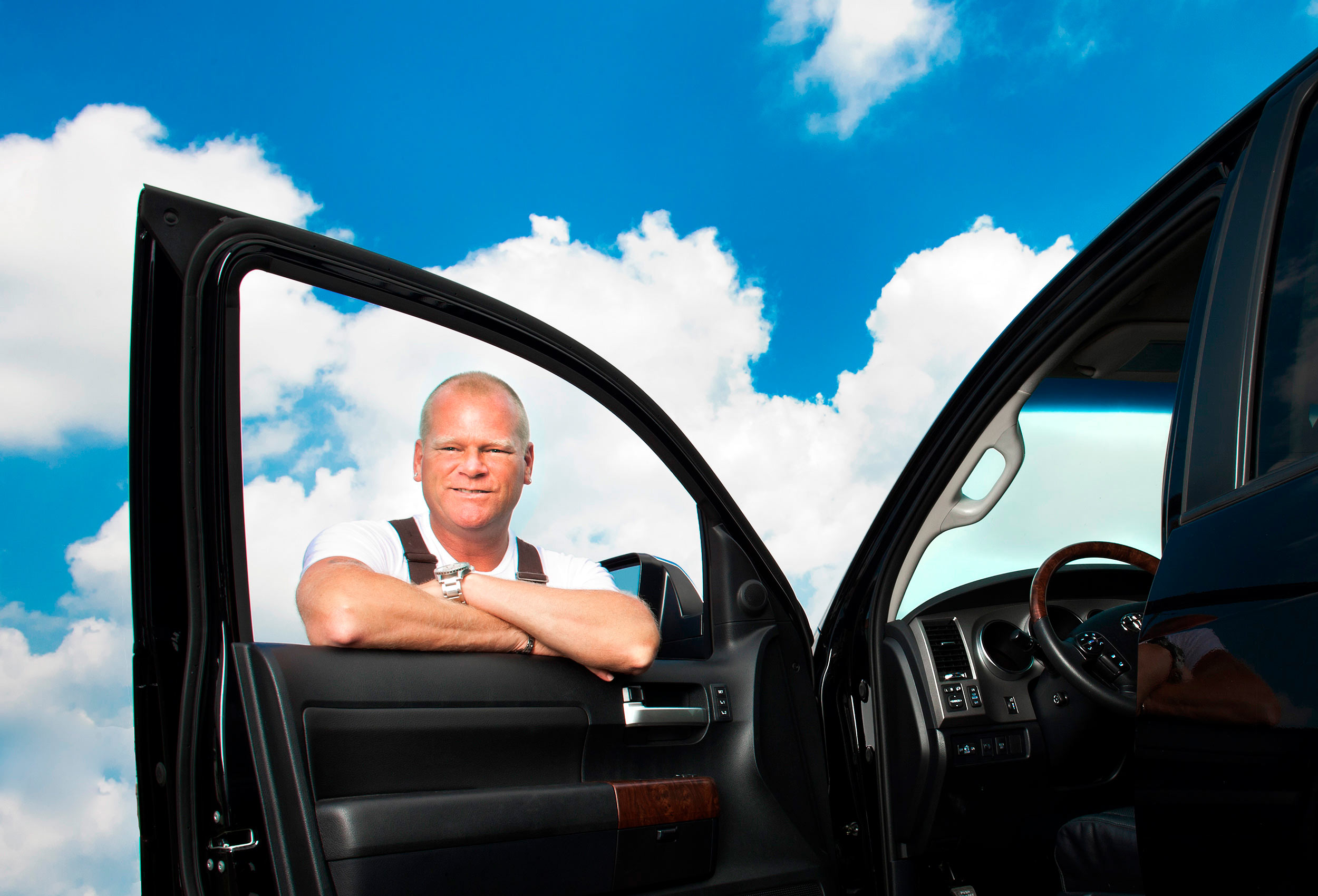 hgtv personality mike holmes poses for a celebrity photo in toronto