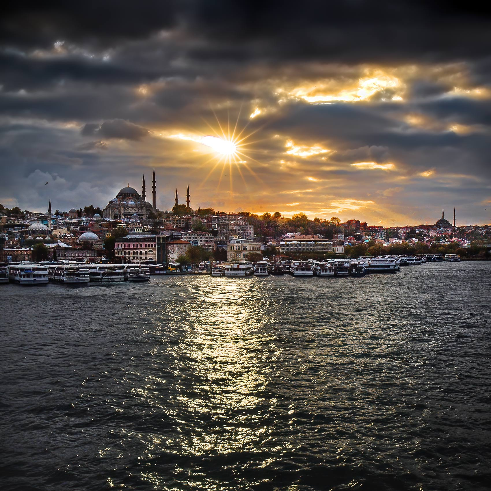 a-brilliant-sunset-over-the-old-city-of-istanbul