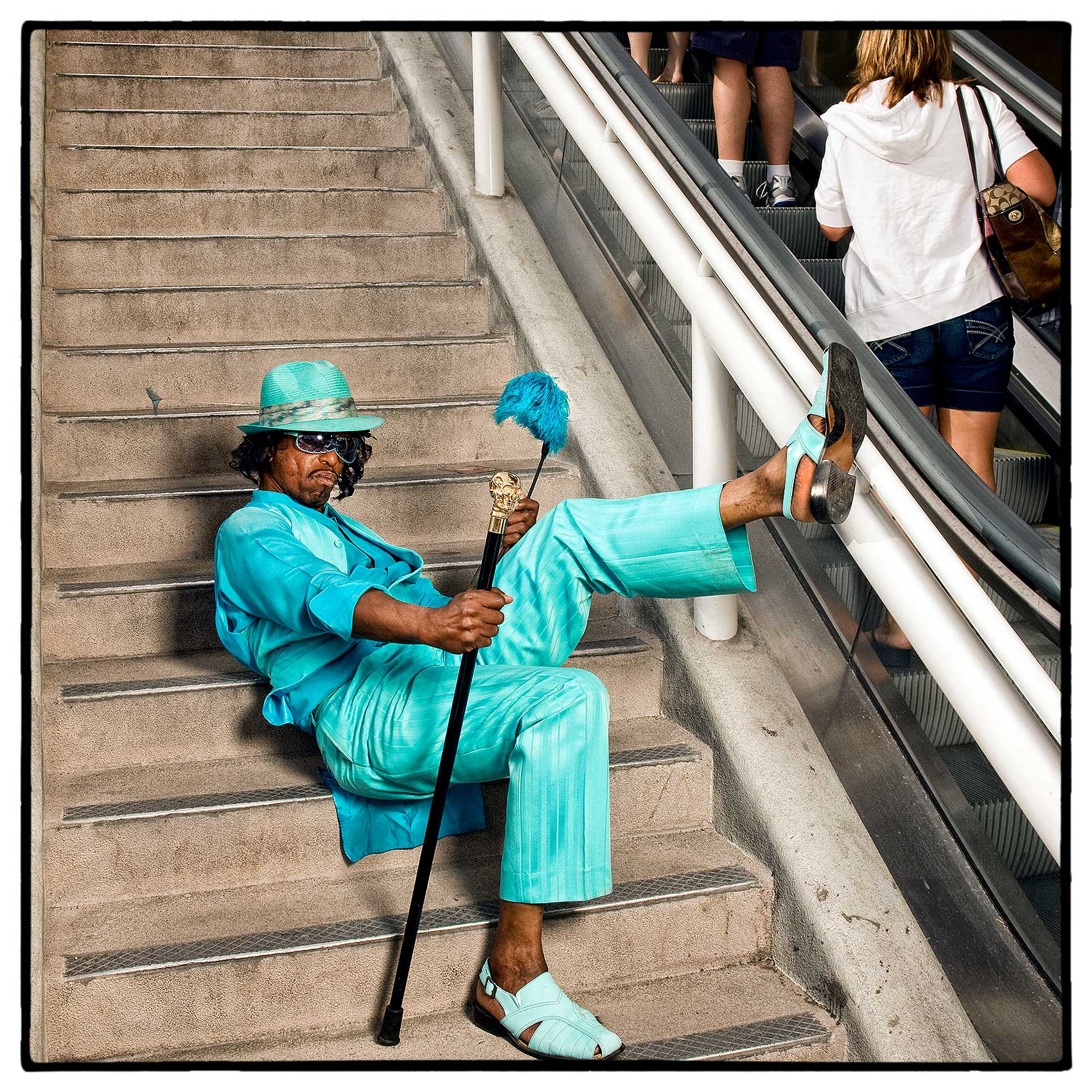 a-colourful-character-poses-for-a-photo-on-the-streets-of-las-vegas