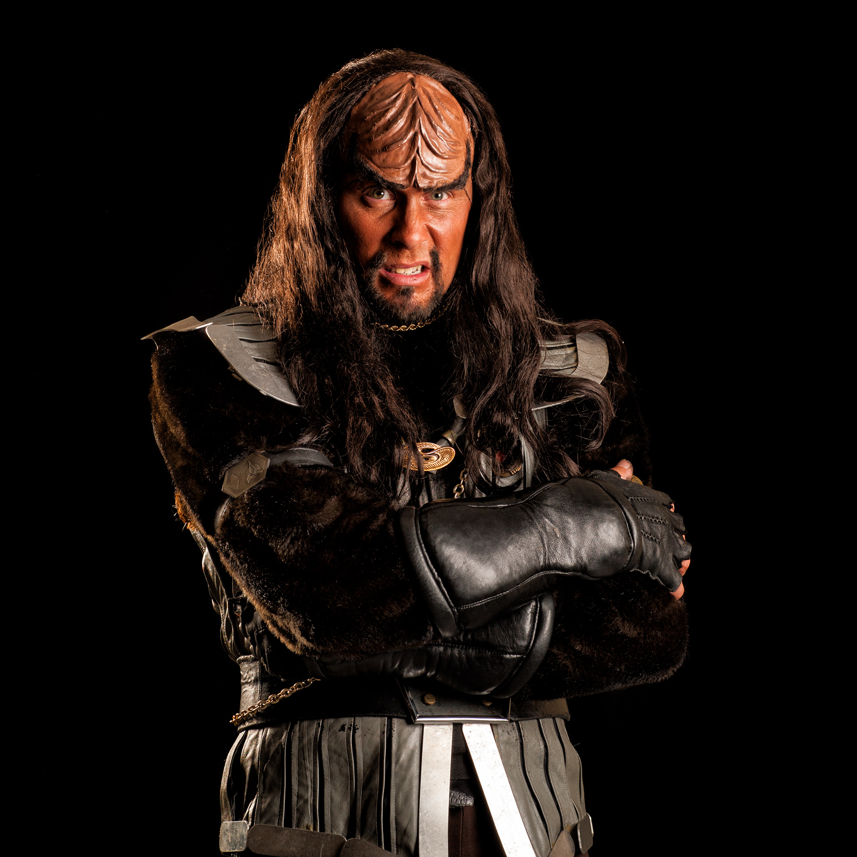a-man-dressed-as-a-klingon-from-star-trek-grimaces-as-he-has-his-portrait-taken-at-toronto-comicon