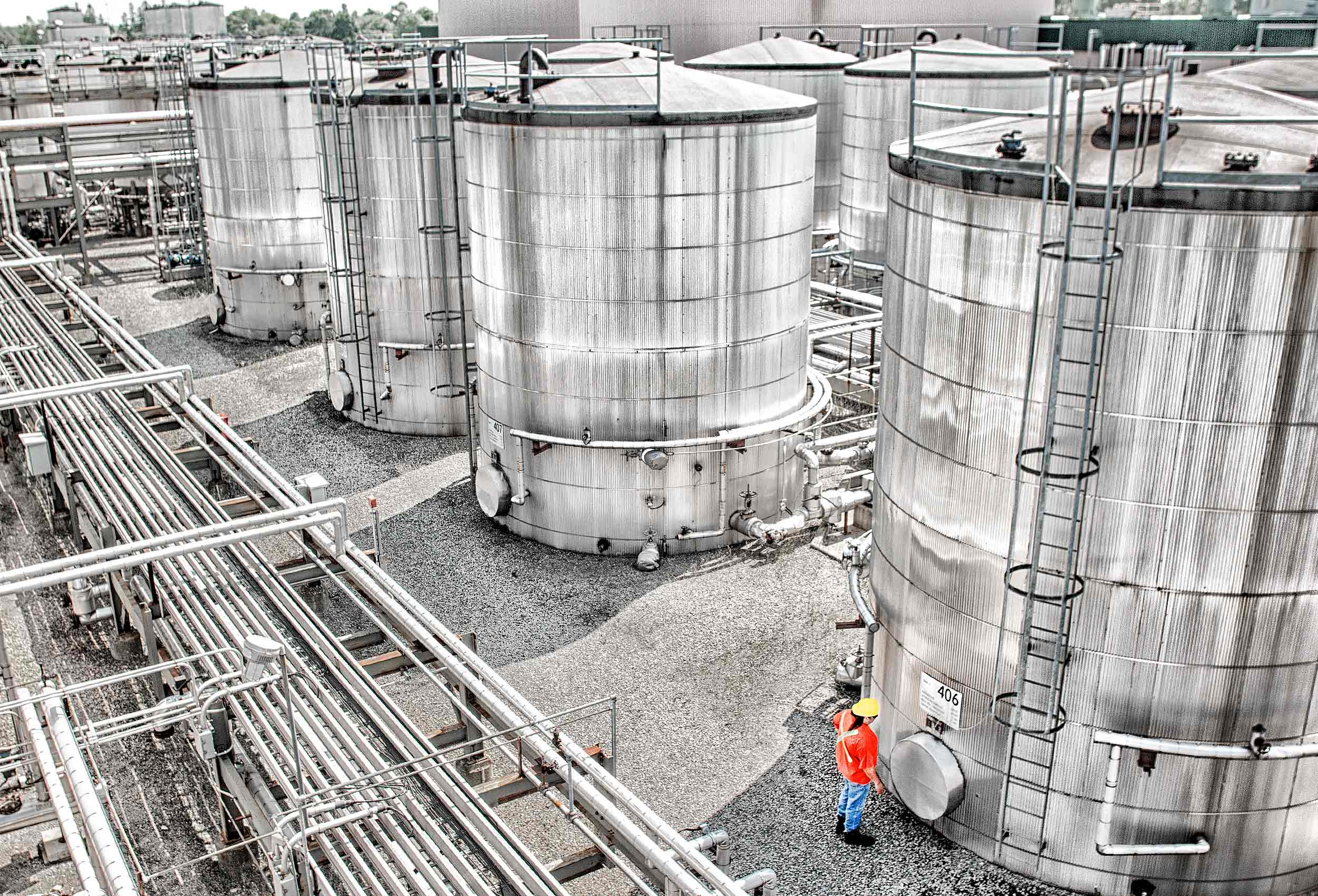 a-shell-canada-employee-inspecting-industrial-oil-storage-facilities-in-brockville-ontario-canada