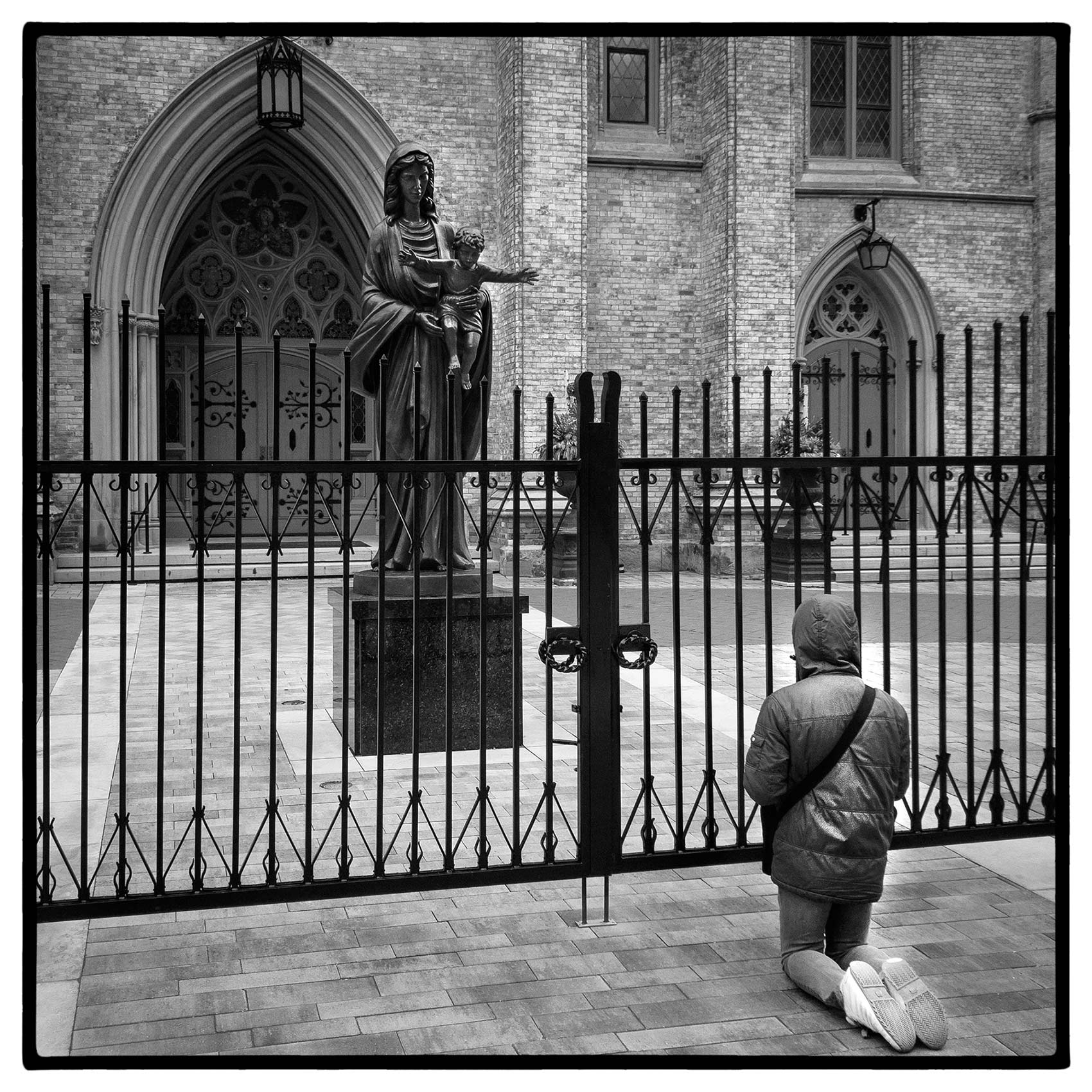 a-woman-prays-in-front-of-a -closed-church-during-the-pandemic-by-Toronto-portrait-photographer-John-Hryniuk