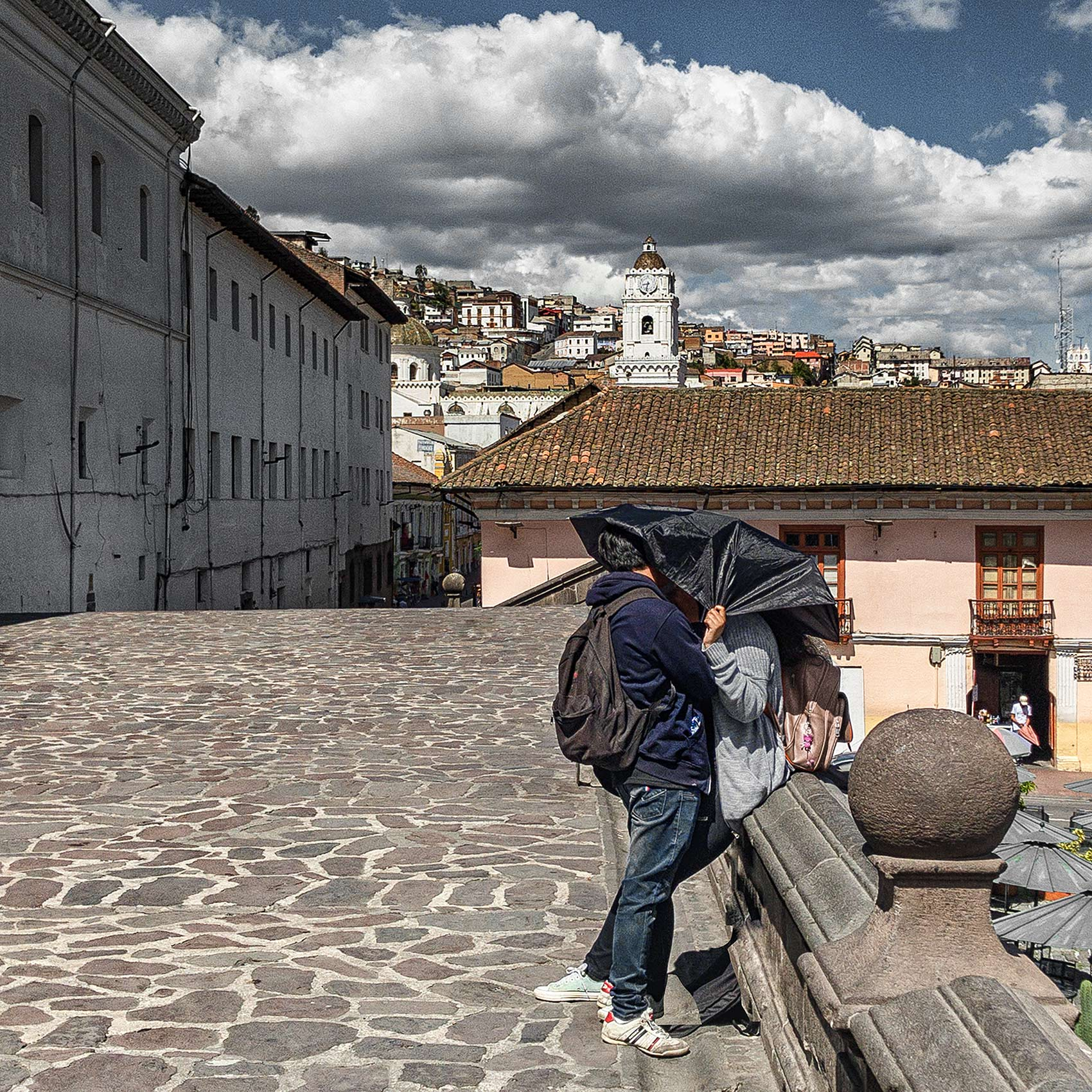 a-young-couple-kissing-in-Quito-by-Toronto-travel-photographer-John-Hryniuk