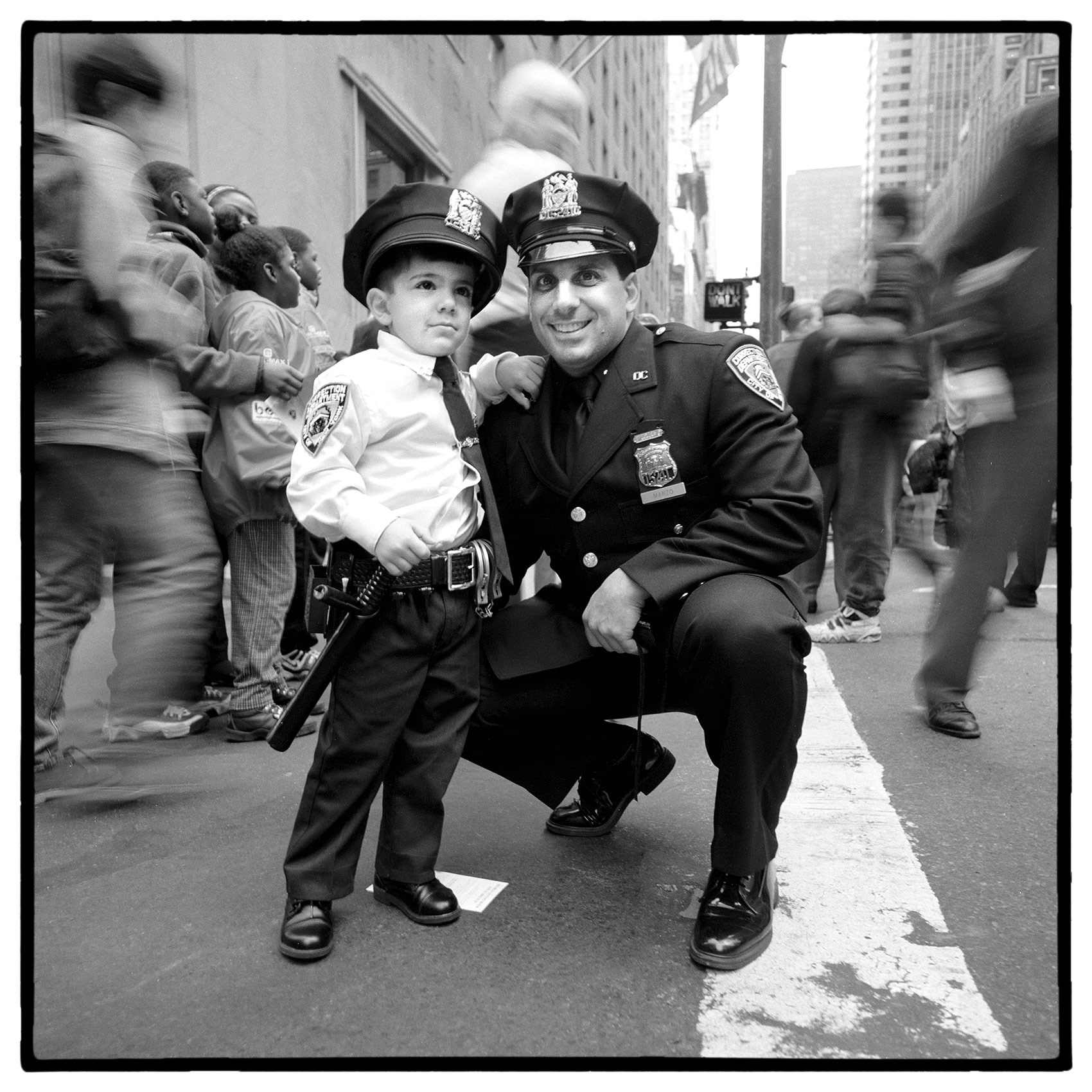 an-nypd-policeman-and-his-son-dressed-as-an-officer-on-the-streets-of-new-york