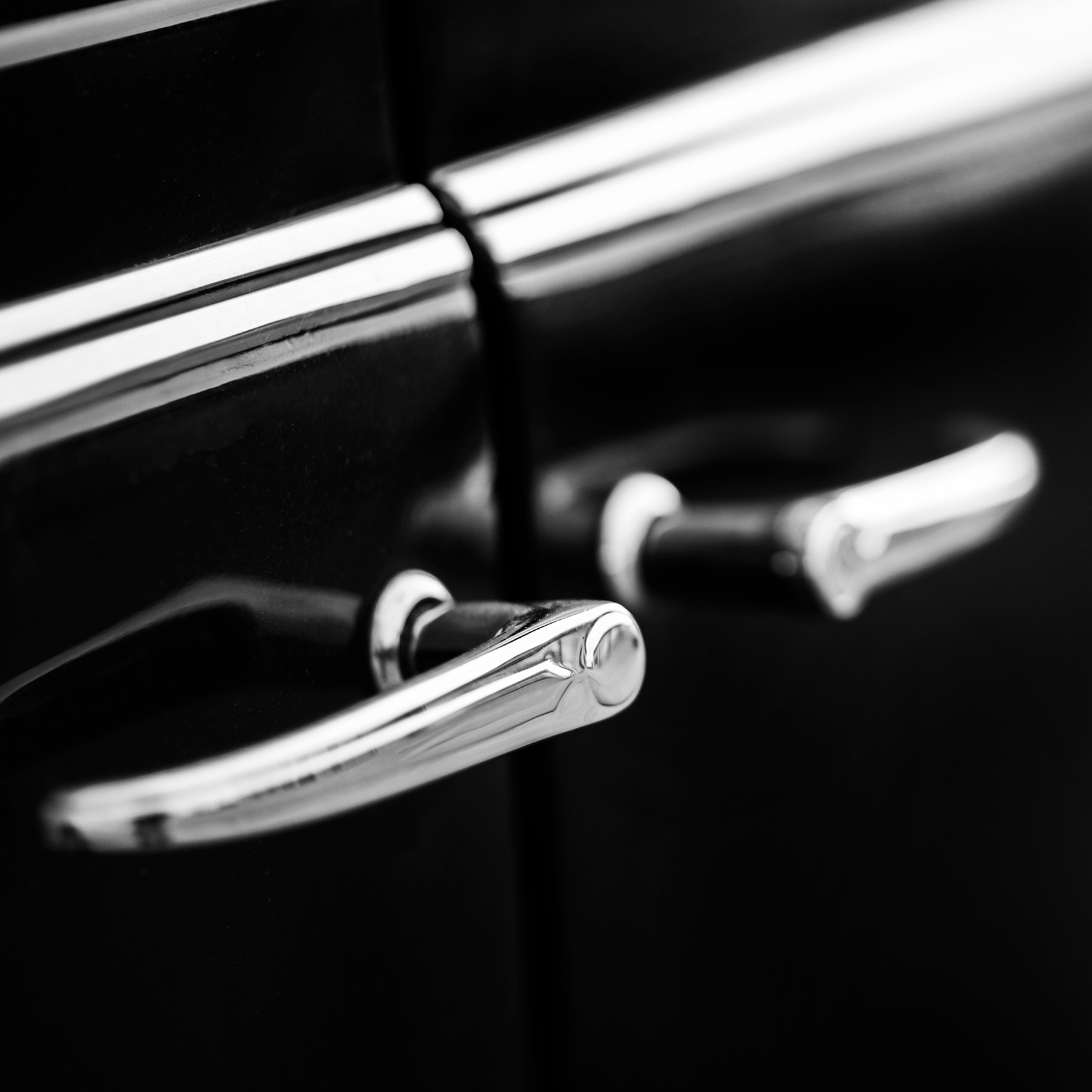 artistic_editorial_image_door_handles_on_1946_oldsmobile_in_toronto