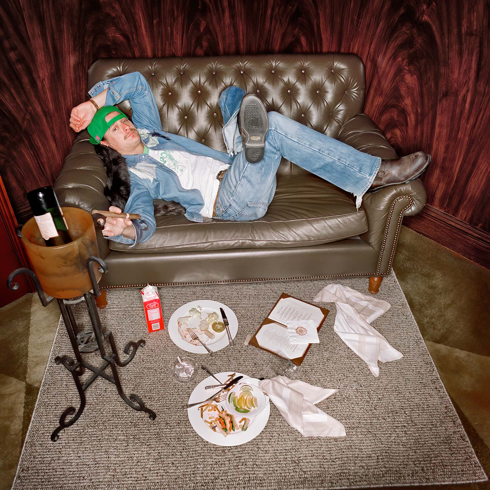 celebrity-and-singer-kid-rock-poses-for-an-amazing-portrait-in-his-hotel-room