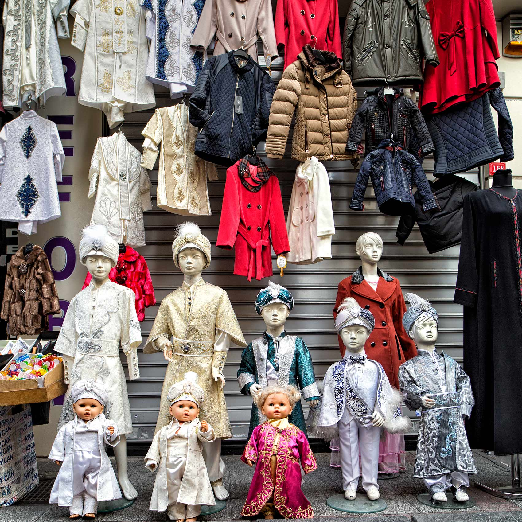 mannequins-wearing-childrens-clothing-in-front-of-a-istanbul-storefront