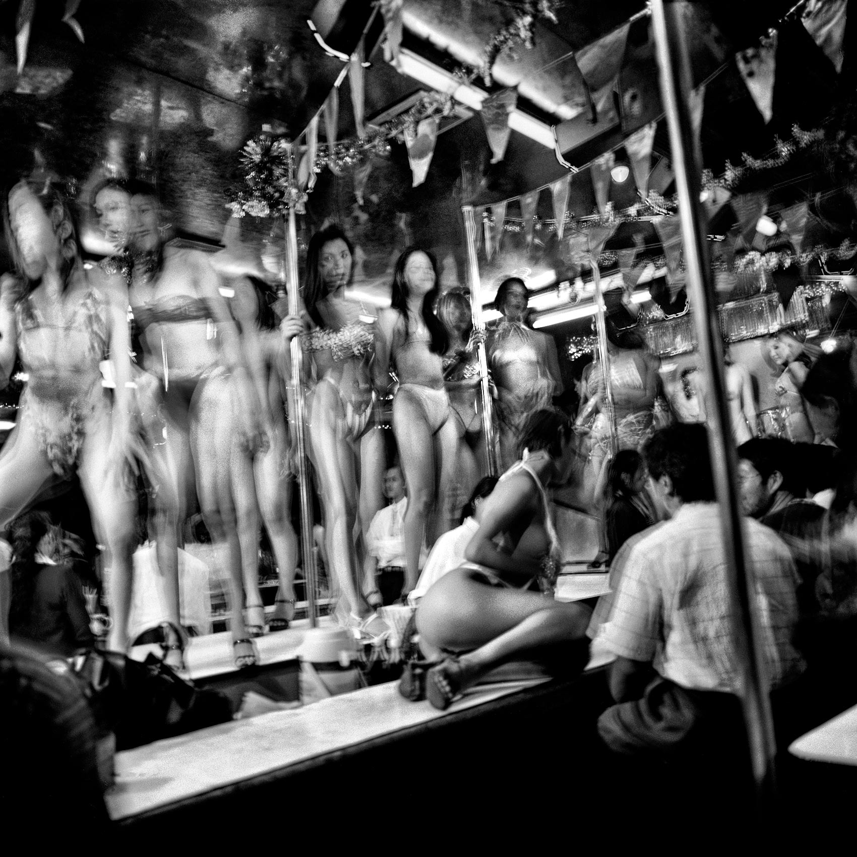strippers-congregate-on-stage-in-bangkoks-notorious-pat-pong-red-light-district