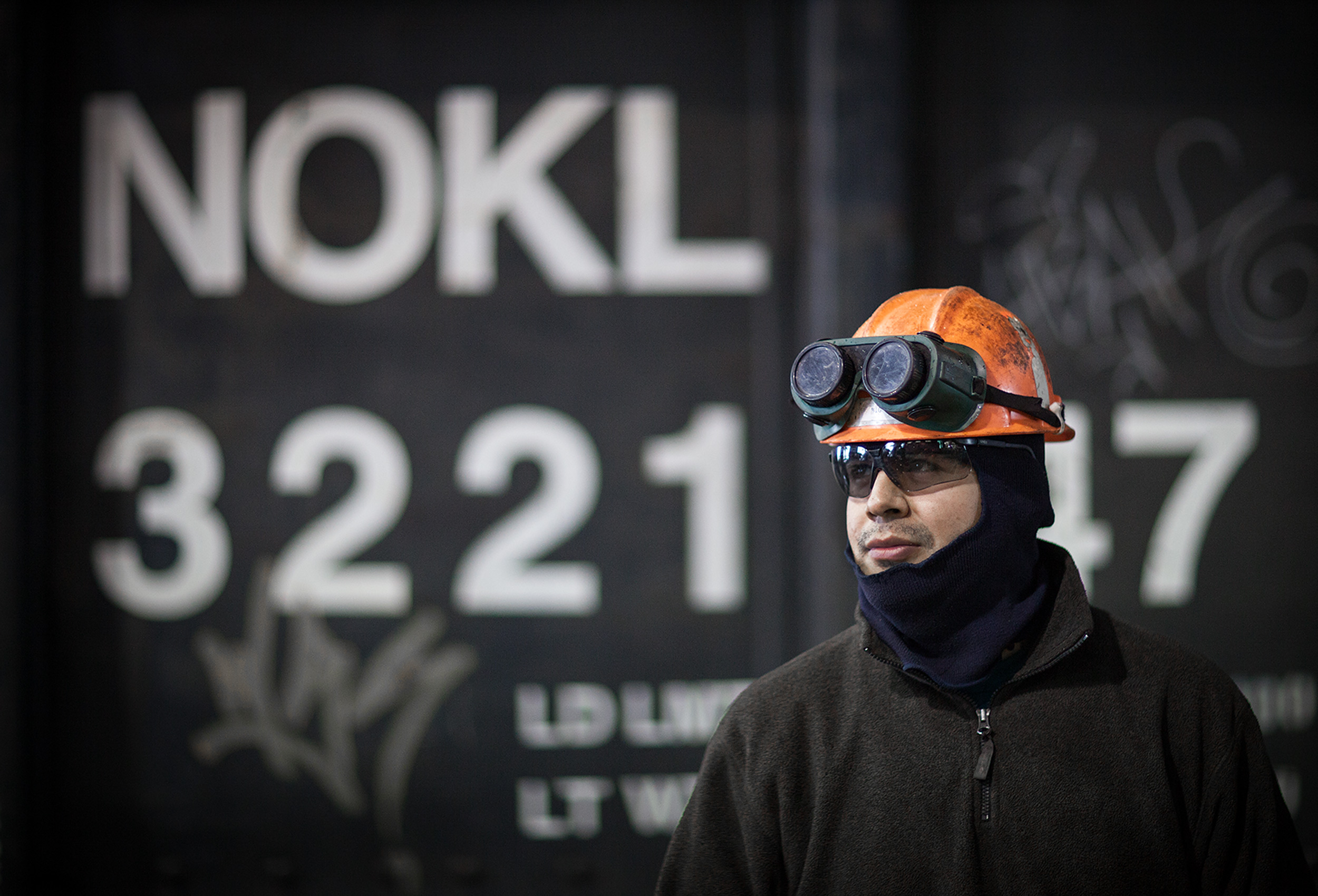 a chicago cp rail employee at their facility in the usa by industrial photographer john hryniuk
